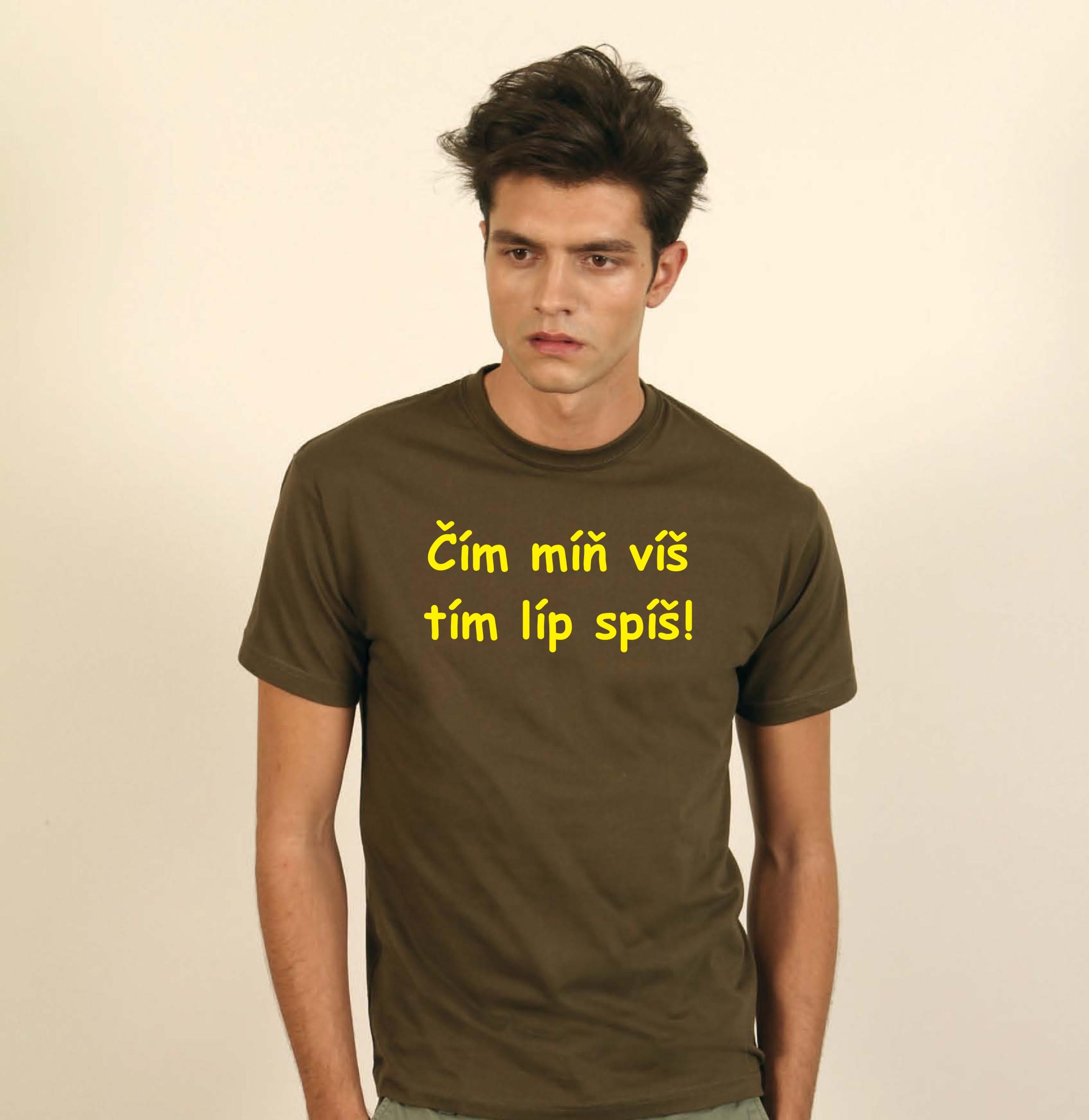 c81d15ee1d3 Potiskněte triko jako dárek k promoci. Červené tričko pro vlastní potisk.  Pánské tričko v barvě burgundská. Pánské tričko JHK s krátkým rukávem